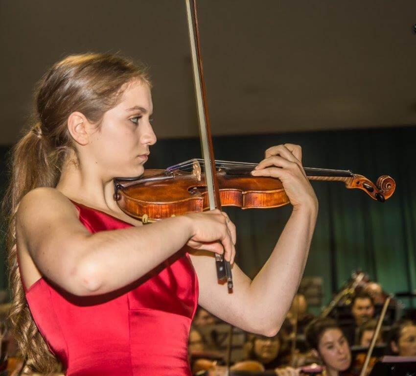 Cedar Rose Newman (15 years old) performing Symphonie espagnole by Lalo in September 2019