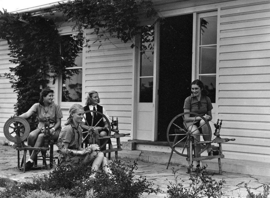 Girls Spinning, 1941