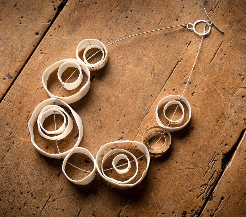 Marta Armarda Spain: Ceramic necklace